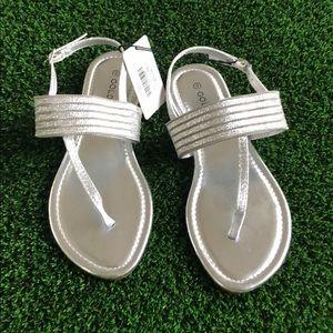 NWT Goldtoe silver sandals